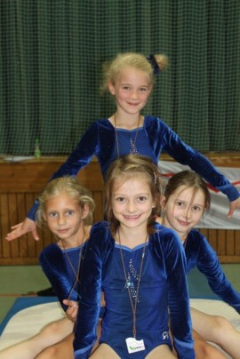 oben: Sara Zell; unten: Stefanie Krel, Hannah Madlener, Lisa Hecht